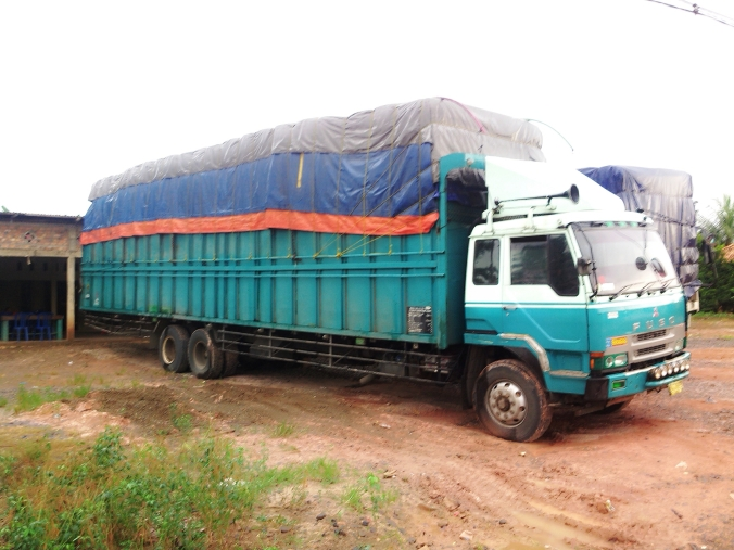 rekor truk terbesar di jalan raya lintas sumatra magnificent indonesia. Black Bedroom Furniture Sets. Home Design Ideas